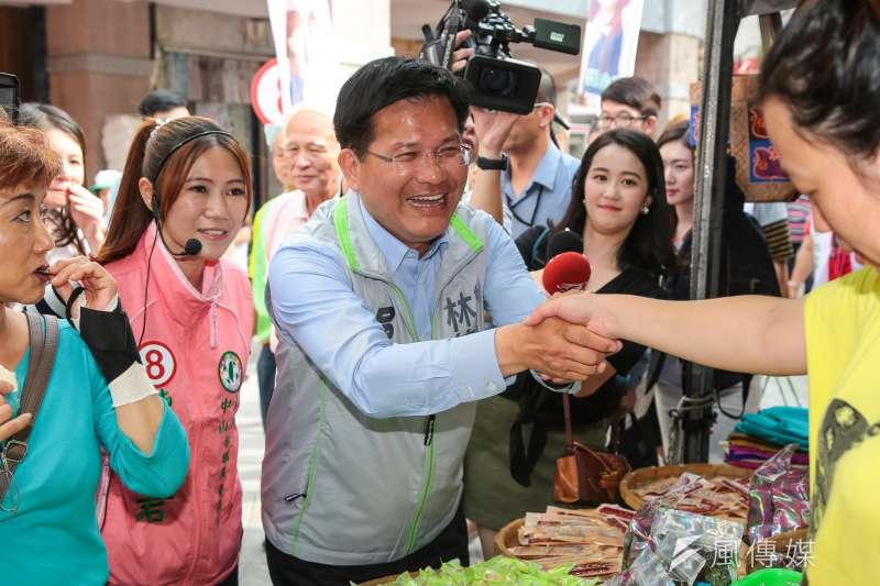 台中市長林佳龍8日北上陪同台北市議員候選人掃街,並表示相信台北市長候選人姚文智的表現,最後會再把選票衝高。(顏麟宇攝)