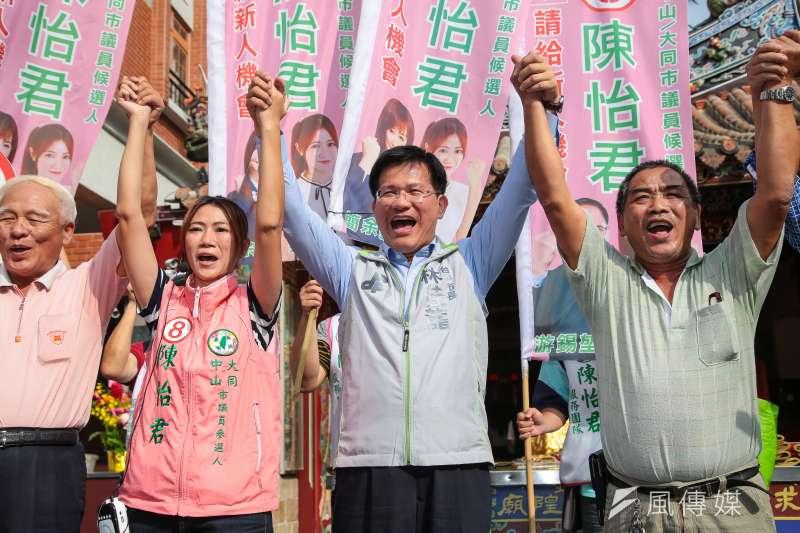 台中市長林佳龍今(8)日陪同台北市議員候選人陳怡君於迪化商圈掃街拜票。(顏麟宇攝)