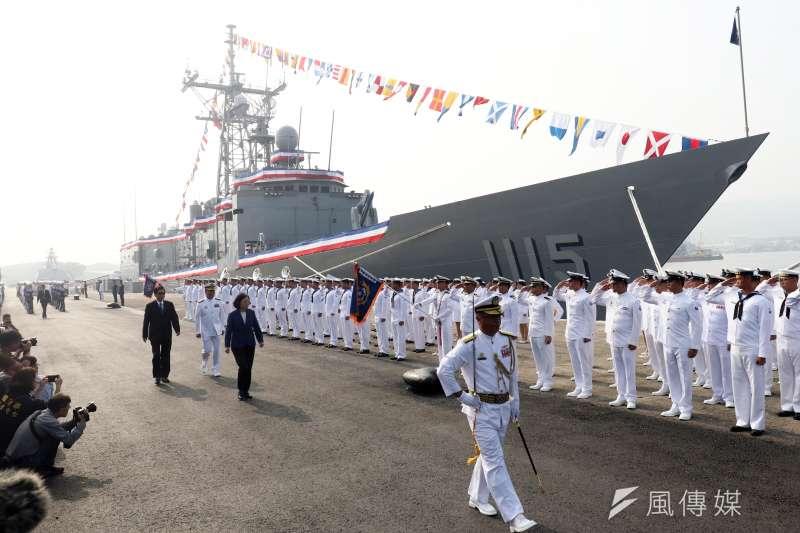 海軍兩艘派里級「銘傳」、「逢甲」軍艦8日上午在高雄左營舉行成軍典禮,總統蔡英文親自出席主持。後方為逢甲軍艦。(蘇仲泓攝)