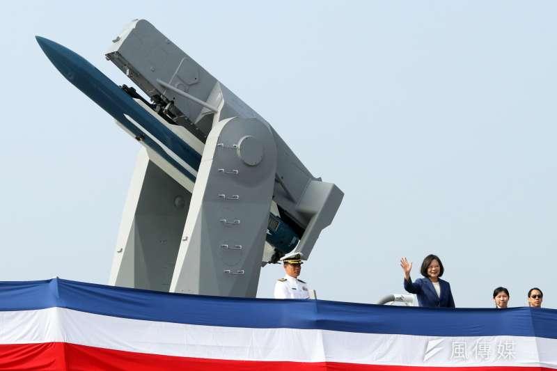 20181108-海軍兩艘派里級「銘傳」、「逢甲」軍艦8日上午在高雄左營舉行成軍典禮,總統蔡英文親自出席主持。(蘇仲泓攝)