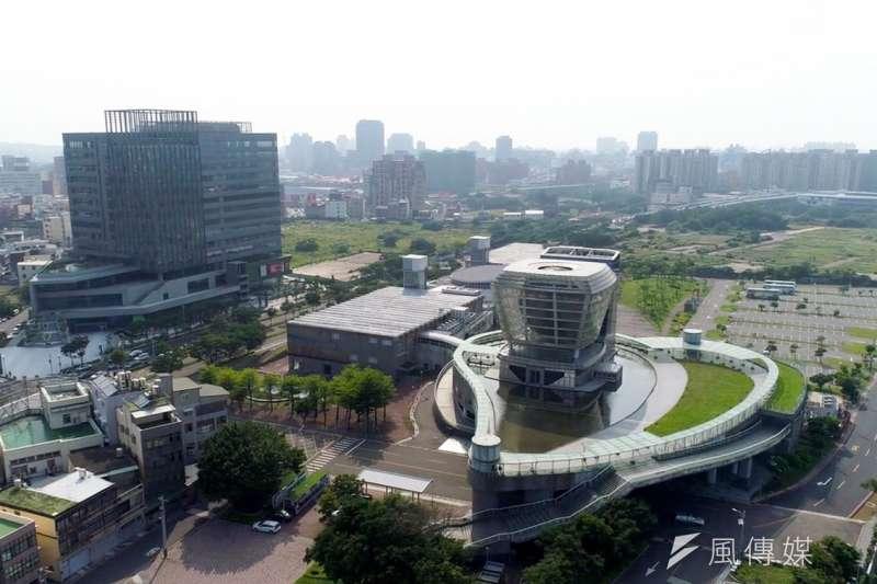 世博台灣館週遭延伸出近5公頃的藝文特區,預期將會成為全台最具人文與藝術的科技產業園區。(圖/方詠騰攝)