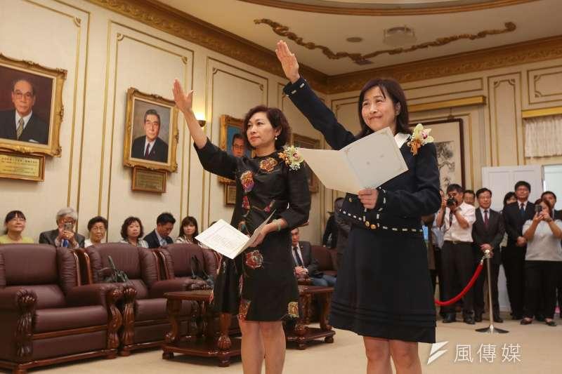 新科立委陳靜敏(左)林奕華(右)9日於立院宣誓就職。(顏麟宇攝)