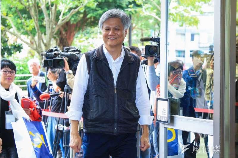 曾以無黨籍參選台北市長的吳蕚洋(見圖)發文表示,高雄市長韓國瑜批評政治權貴因熱衷於密室協商,但「徵召」就不是政治權貴嗎?(資料照,簡必丞攝)