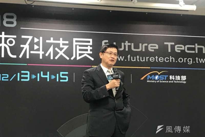 科技部「未來科技展」展前記者會,和碩聯合科技董事長童子賢說,台灣人年均所得上不去,主因是過度依賴電子外銷,沒能將其他產業的產值留在台灣。(廖羿雯攝)