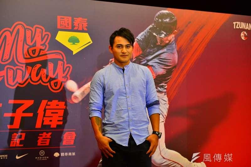林子偉在今天出席返台記者會,談到了世界大賽的感想以及首次參加封王遊行的經歷。 (金茂勛攝)