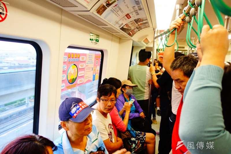 對於韓國瑜支持者在捷運內高歌〈夜襲〉一事,高捷表示熱情之餘應考量其他旅客權益。圖為高捷示意圖,與新聞個案無關。(資料照,羅暐智攝)