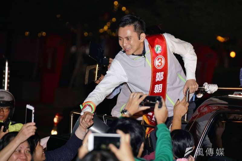 20181114-新竹縣長參選人鄭朝方於竹北市區掃街。(盧逸峰攝)