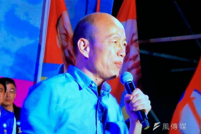國民黨高雄市長候選人韓國瑜(中)晚間在岡山造勢。(羅暐智攝)