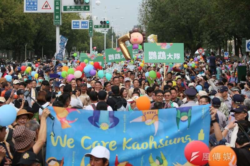 高雄「weCARE大氣球遊行」17日登場,民進黨內除了高雄在地黨公職全員到齊,黨中央也有不少人參加。(新新聞柯承惠攝)