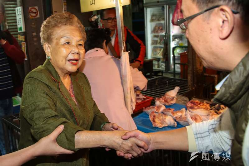 台北市長柯文哲日前拉受館長訪問時,給予外界組黨印象,柯媽媽何瑞英強烈反對。(資料照片,顏麟宇攝)