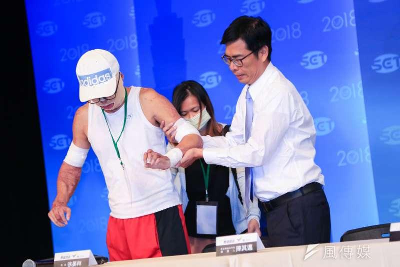 高雄市長候選人韓國瑜、陳其邁今(19)日於三立電視台舉辦辯論會。(簡必丞攝)