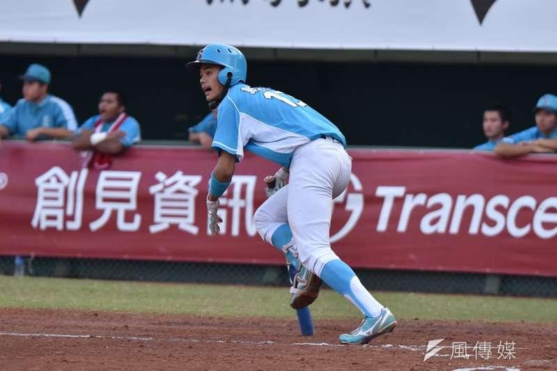 8月25日舉行的U18世界盃棒球賽台美熱身賽第二戰,台灣打者何恆佑遭美國投手150公里速球砸中頭盔,當場倒地且血流不止。(資料照,王永志攝)