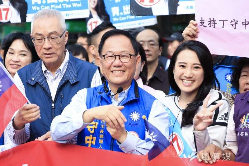 20181120-國民黨台北市長候選人丁守中今(20)日出席「光復台北立委路口拜票路口集氣」,前陣子失言的國民黨主席吳敦義亦到場支持。(簡必丞攝)