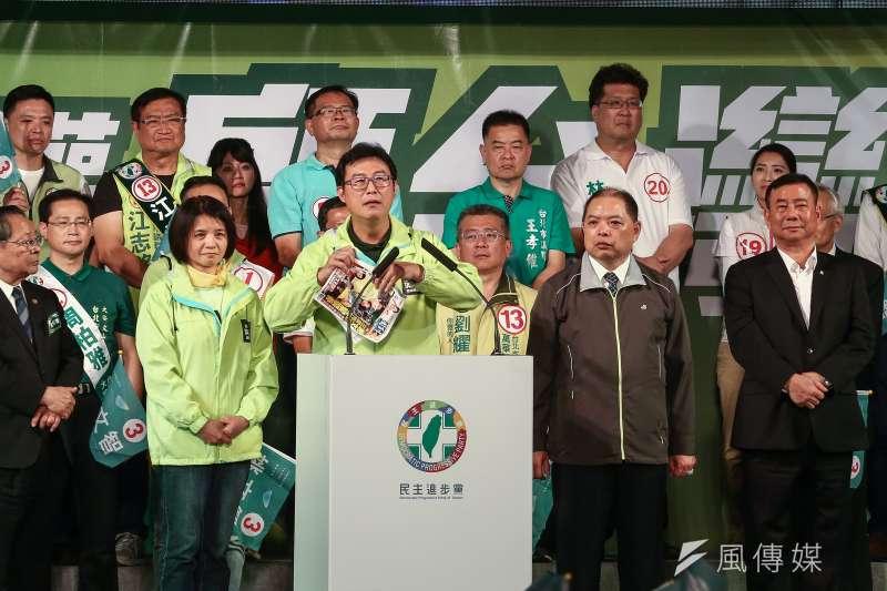 姚文智21日舉行「改革不回頭,鬥陣顧台灣」台北市造勢晚會時提到上次一位美美的議員偷溜,高嘉瑜更因此遭到群眾狂噓。(資料照,陳品佑攝)