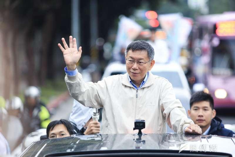 台北市長柯文哲今舉辦車隊掃街,選擇台大醫學院當起點而非北市府,他說,是提醒自己莫忘初衷。(簡必丞攝)