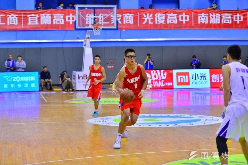 光復高中靠著喬楚瑜與徐允城聯手攻下35分,終場以85比73擊敗南湖高中。 (金茂勛攝)