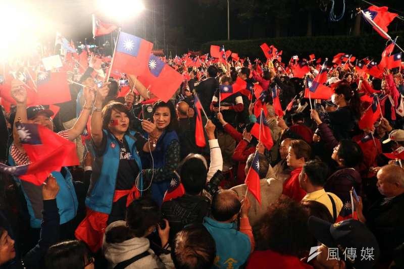 20181123-國民黨台北市長候選人丁守中今(23)晚在凱達格蘭大道舉辦「勝選之夜」造勢晚會,獲得現場2萬支持者熱烈歡呼。(蘇仲泓攝)