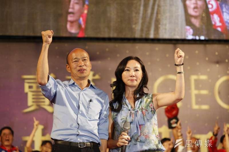 高雄市長韓國瑜(左)北上,妻子李佳芬(右)代跑公益行程挨批「外戚干政」。(資料照,新新聞郭晉瑋攝)
