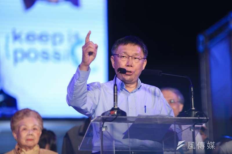 競選連任的台北市長柯文哲,23日在四四南村舉辦選前造勢之夜。(簡必丞攝)