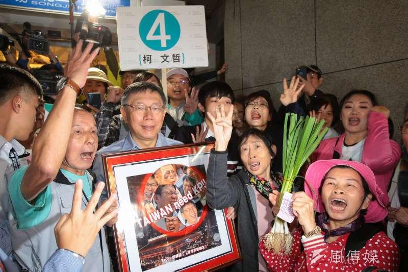 20181123-台北市長柯文哲23日至松江市場掃街拜票。(顏麟宇攝)