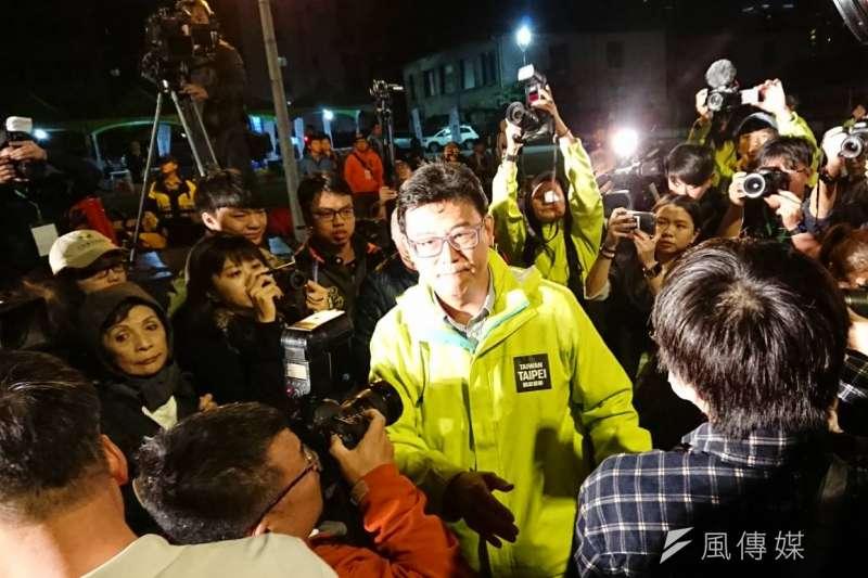 20181124_姚文智 (中)兌現諾言,表示不會接受任何政治職務。(林瑋豐攝)