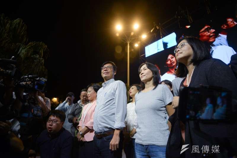 20181124-民進黨高雄市長候選人陳其邁(中)晚間9時在競選總部宣布落選。(甘岱民攝)