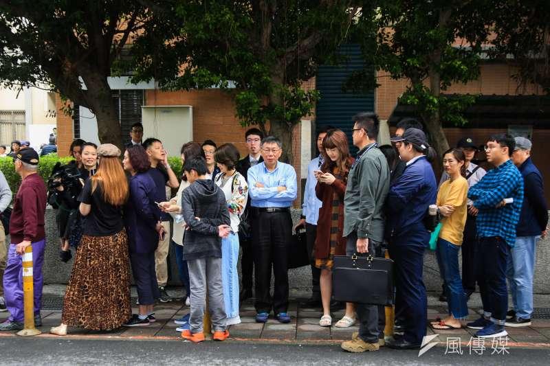 20181124-台北市長柯文哲24日至台北市立圖書館啟明分館1樓投票。(簡必丞攝)