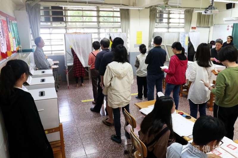 民進黨內各派系已開始布局2022年地方選舉,由海派轉型而成的新興派系「湧言會」自也不例外。圖2018年九合一選舉。(資料照,蘇仲泓攝)