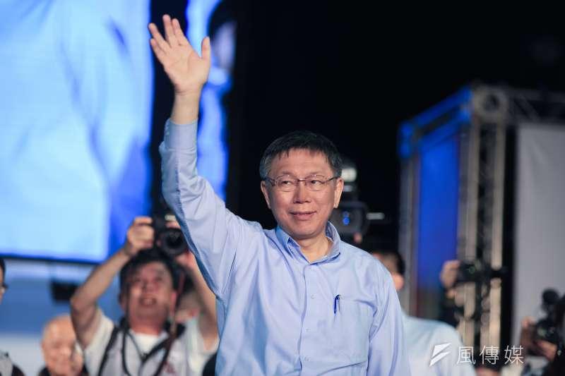揮手致意_20181125_台北市長柯文哲發表連任成功勝選演說。(簡必丞攝)