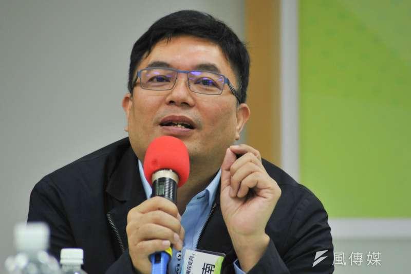 民進黨主席蔡英文特助洪耀南(見圖)於臉書戲稱殘劑為「詠春疫苗」,引發花蓮縣政府不滿,要求道歉。(資料照,甘岱民攝)