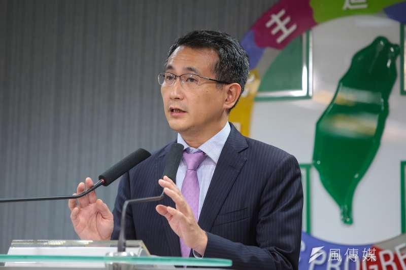20181128-民進黨發言人鄭運鵬28日於中常會後記者會說明。(顏麟宇攝)