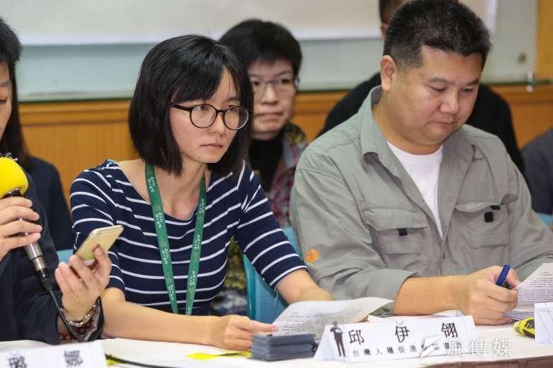 20181128-台灣人權促進會秘書長邱伊翎28日出席台灣人權促進會「李明哲宣判一周年,再度失聯,各界集結捍衛台灣自由與人權」記者會。(顏麟宇攝)