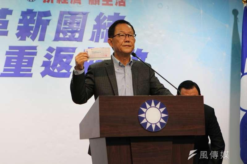 台北市長選舉中質疑選舉過程有瑕疵的國民黨台北市長候選人丁守中,日前提出行政驗票又撤回。丁28日上午再度宣布,將自掏腰包428萬元,提出司法驗票。(周怡孜攝)