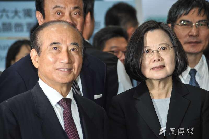 國民黨日前宣布將參加海峽論壇而後取消,立法院長王金平(左)日前曾拜會總統蔡英文(右)。(資料照,甘岱民攝)