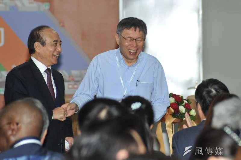 台北市長柯文哲29日上午前往南港展覽館,參加台灣醫療科技展。(甘岱民攝)