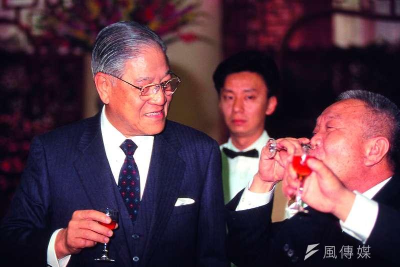 前總統李登輝(左)於30日晚辭世,享耆壽98歲。(新新聞資料照)