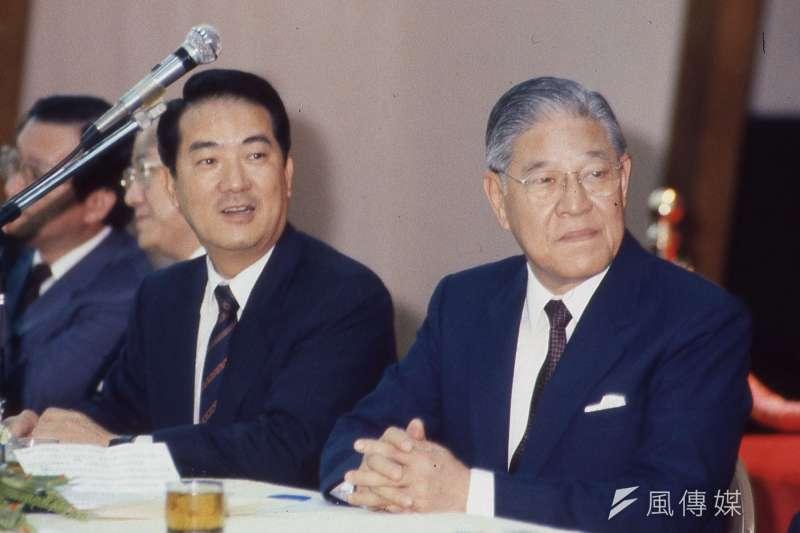 前總統李登輝。左為宋楚瑜。(新新聞資料照)