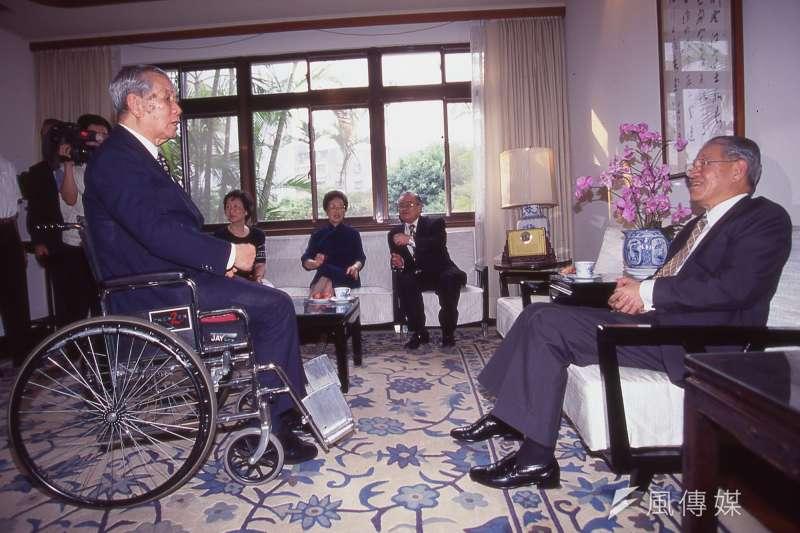 前總統李登輝。左為孫運璿。(新新聞資料照)