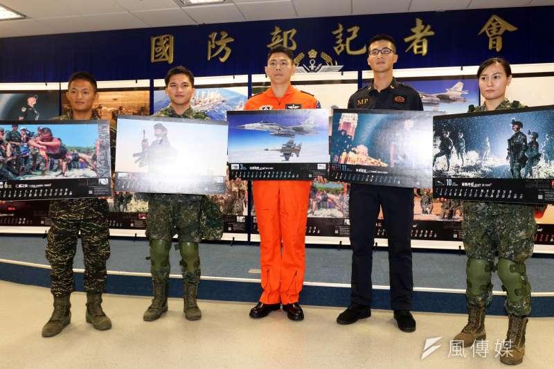 20181204_國軍形象月曆記者會,各月份官兵代表。(蘇仲泓攝)