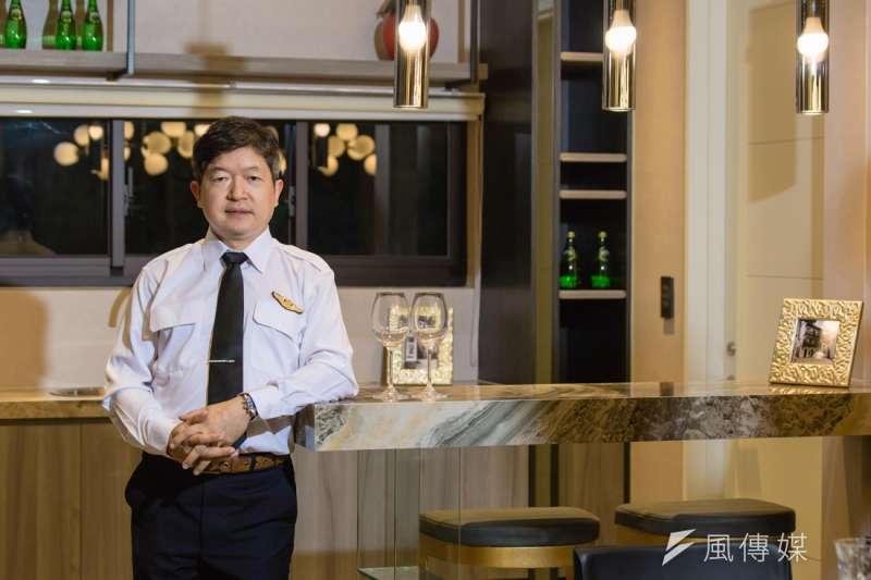 蔡明仁醫師同時是個專業的飛行員,兼具兩種身份的他對「家」有其獨特的要求。(圖/林世文攝)