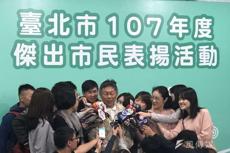 《美麗島電子報》最新進行的民調結果顯示,全台民眾最信任的政治人物,台北市長柯文哲以63%居首位。柯文哲5日受訪時表示,他本來就比較誠實,這哪有什麼。(方炳超攝)