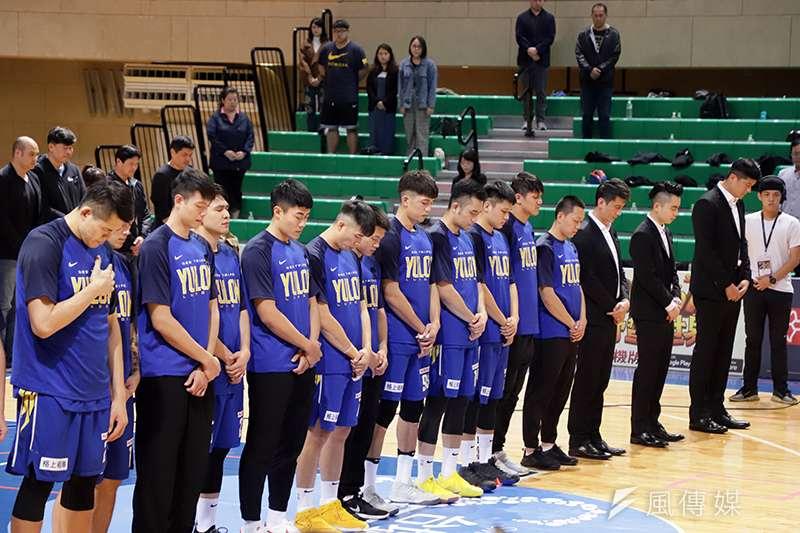 裕隆納智捷籃球隊,為嚴凱泰董事長默哀。(余柏翰攝)