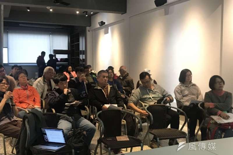 20181207-北海岸反核行動聯盟7日舉辦座談會,與金山居民討論「以核養綠」公投效應以及核一除役計畫環評等事宜。(廖羿雯攝)