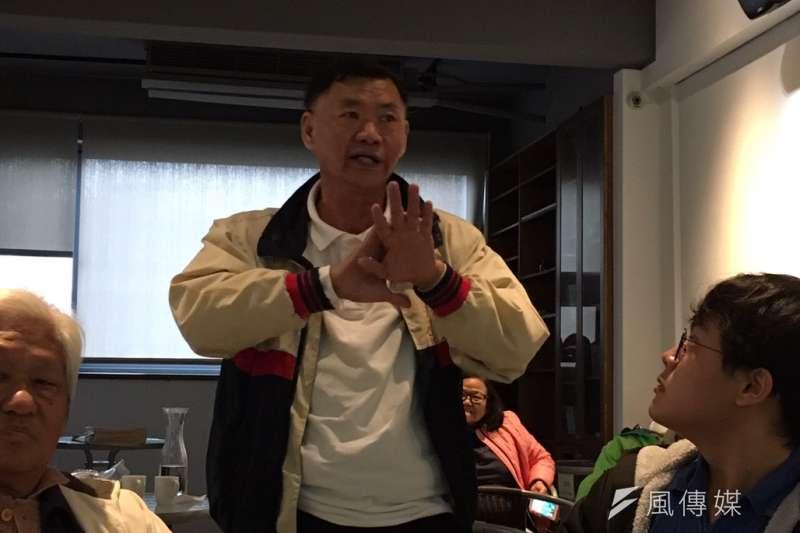 北海岸反核行動聯盟7日舉辦座談會,曾住在核一廠原址的練先生質疑核一能否除役,他表示,「我感覺這個政府從頭到尾都是騙人的」。(廖羿雯攝)