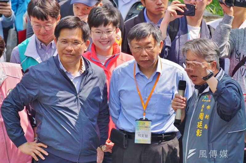 柯文哲(中)的小內閣出現林佳龍(左)的人馬,外界解讀為「白、綠合作」開端。(資料照,盧逸峰攝)
