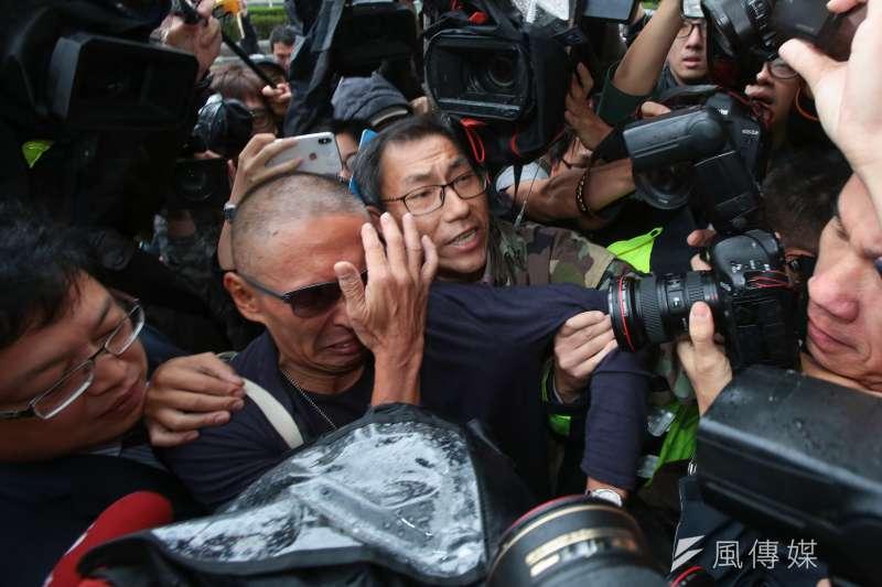 20181207-導演鈕承澤7日至大安分局說明性侵事件案情。(顏麟宇攝)