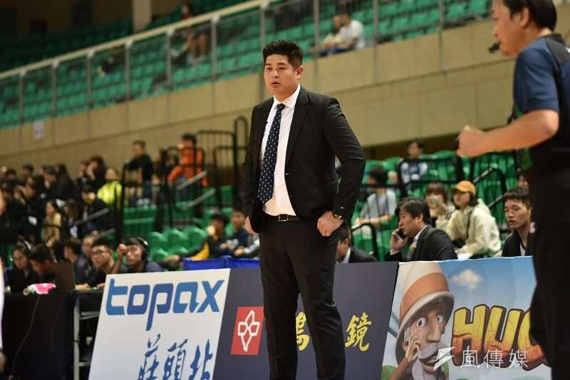 金酒教練吳俊雄認為能夠以聯盟龍頭之姿結束上半季,對於球隊來說是一種肯定。(資料照,王永志攝)