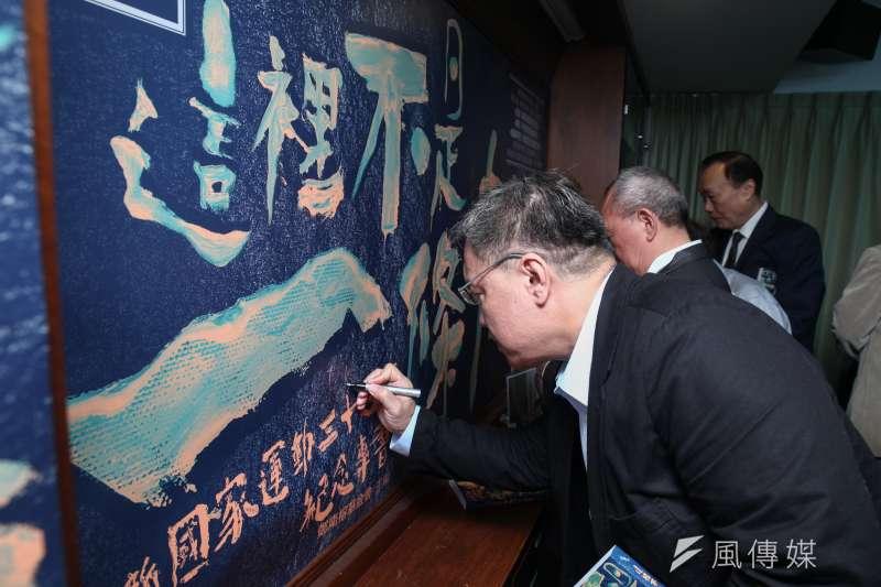 為紀念新國家運動30週年,鄭南榕基金會今(10)天舉行紀念專書「這裡不是一條船」新書發表會。(蔡親傑攝)