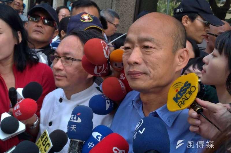 麵包師傅吳寶春在官方臉書發表「兩岸一家親,支持九二共識。」聲明,指「身為中國人,是我的驕傲」引發台灣輿論抨擊,為此求救高雄市長當選人韓國瑜。(圖/徐炳文攝)