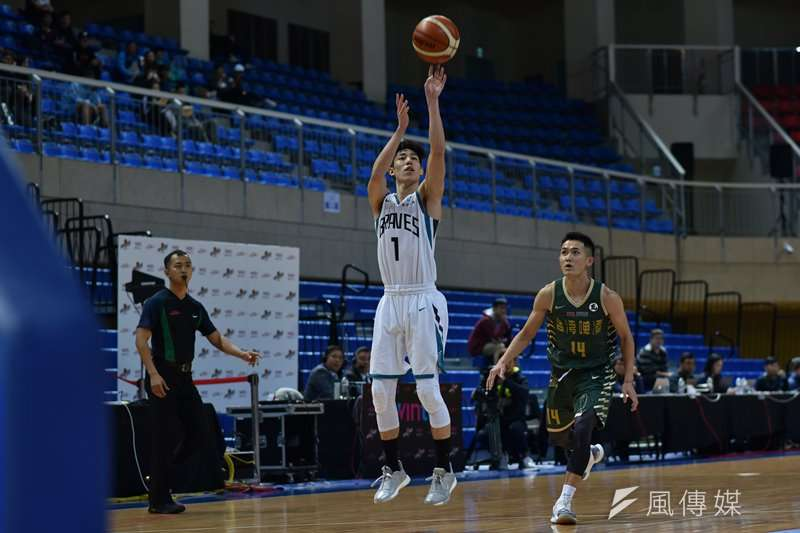 富邦勇士靠著林書緯第二節攻下12分,加上洋將賈西亞18分10籃板的出色表現,擊敗了台灣銀行。(資料照,王永志攝)